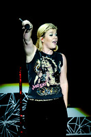 Kelly Clarkson Performs in Toronto
