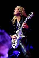 Whitesnake Performs in Orilla
